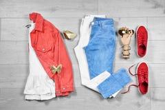 Sistema de ropa y de accessorie femeninos de moda Fotos de archivo libres de regalías