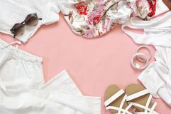 Sistema de ropa y de los accesorios blancos Imagen de archivo