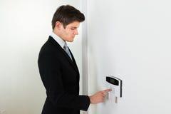 Sistema de seguridad de Entering Code In del hombre de negocios imágenes de archivo libres de regalías