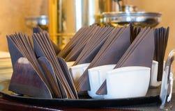Sistema de servilletas, servicio de abastecimiento en un restaurante Imagen de archivo libre de regalías