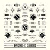 Sistema de signos '&' de los lemas en la línea geométrica marco retro del vintage del art déco de la forma Foto de archivo