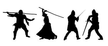 Sistema de siluetas de combatientes, de hombres y de mujeres en armadura con una espada y un personal Imagenes de archivo