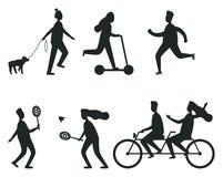 Sistema de siluetas negras de la gente que se divierte libre illustration