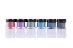 Sistema de sombras de ojos minerales en tarros del plástico transparente Imágenes de archivo libres de regalías
