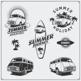 Sistema de surf van labels, insignias y elementos del diseño Autobús retro del viaje Vacaciones de verano libre illustration