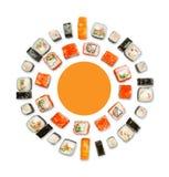 Sistema de sushi, de maki y de rollos aislados en el fondo blanco Fotografía de archivo libre de regalías