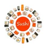 Sistema de sushi, de maki y de rollos aislados en el fondo blanco Fotos de archivo libres de regalías