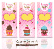 Sistema de tarjeta del feliz cumpleaños con la magdalena. Fotos de archivo