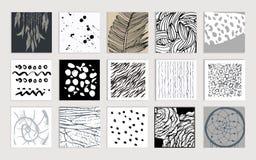 Sistema de tarjetas creativas Texturas dibujadas mano hechas Foto de archivo libre de regalías