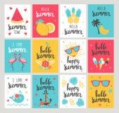Sistema de tarjetas de las vacaciones de verano Carteles hermosos dibujados mano Fotos de archivo