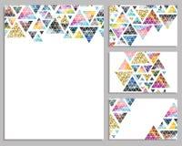 Sistema de tarjetas de moda del vector Tarjetas con los triángulos label libre illustration