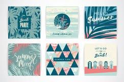 Sistema de tarjetas de verano con los elementos del mano-dibujo