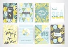 Sistema de tarjetas de verano con los elementos del mano-dibujo Foto de archivo