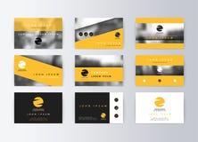 Sistema de tarjetas de visita, fondo amarillo Tarjeta de información de la plantilla Fotografía de archivo