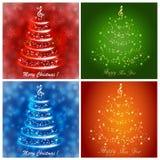 Sistema de tarjetas de felicitación multicoloras con un árbol de navidad musical abstracto, con las notas y la clave de sol ilustración del vector