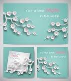 Sistema de tarjetas o de banderas de felicitación para el día del ` s de la madre La hoja de papel con el texto de la enhorabuena Foto de archivo