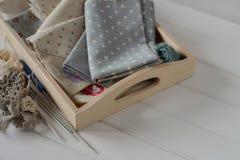 Sistema de tela, de cintas y de herramientas para coser y la costura Foto de archivo libre de regalías