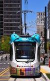 Sistema de transporte M1 a lo largo de la avenida de Woodward en Detroit Foto de archivo libre de regalías