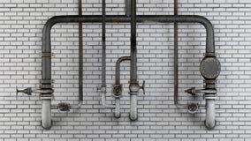 Sistema de tubos y de válvulas viejos, oxidados contra la pared de ladrillo moderna blanca Fotos de archivo libres de regalías