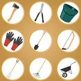 Sistema de utensilios de jardinería en el fondo blanco Libre Illustration
