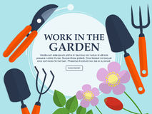 Sistema de utensilios de jardinería y de plantas en un fondo ligero con el lugar para su texto Vector Imagen de archivo libre de regalías