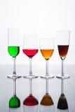 Sistema de varia copa de vino y de agua del color Imagen de archivo libre de regalías
