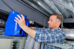 Sistema de ventilación apropiado del electricista imagen de archivo libre de regalías