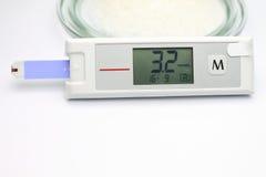 Sistema de vigilancia de la glucosa en sangre Imágenes de archivo libres de regalías
