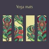 Sistema de yoga, pilates, esteras de la meditación con el ornamento floral dibujado mano india Foto de archivo