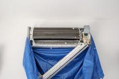 Sistema del aire acondicionado antes de limpiar foto de archivo