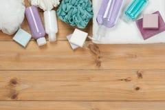 Sistema del artículo de tocador Barra y líquido del jabón Champú, gel de la ducha, cuerpo milipulgada Foto de archivo libre de regalías