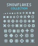 Sistema del arte del pixel de siluetas de copos de nieve Imagen de archivo libre de regalías
