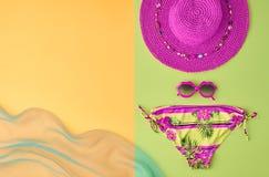 Sistema del bikini de la ropa del verano de la moda Concepto mínimo Imagen de archivo