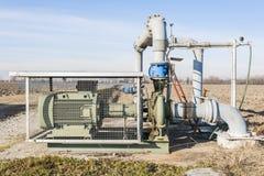 Sistema del bombeo de agua de la irrigación Fotos de archivo