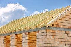 Sistema del braguero del marco de madera del edificio del tejado Imagen de archivo
