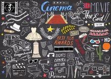 Sistema del cine y de la industria del cine Bosquejo dibujado mano, ejemplo del vector en la pizarra stock de ilustración