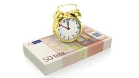 Sistema del despertador en la pila de 50 billetes de banco euro Imágenes de archivo libres de regalías