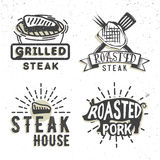 Sistema del diseño de los logotipos con la carne asada a la parrilla Ilustración del vector Imagen de archivo libre de regalías