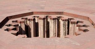 Sistema del dren del agua dentro de Jahangir Fotografía de archivo