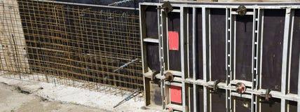 Sistema del encofrado y refuerzo concreto Fotografía de archivo
