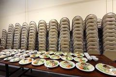 Sistema del grupo de la cena asiática de la comida lista para servir en la tabla en los vagos Fotografía de archivo