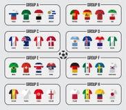 Sistema del grupo del equipo de la taza 2018 del fútbol Futbolistas con las banderas uniformes y nacionales del jersey Vector par Fotografía de archivo