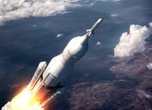 Sistema del lancio dello spazio che sorvola le nuvole Fotografia Stock