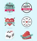 Sistema del logotipo feliz, de las etiquetas, de la bandera, de los iconos con los corazones de los ornamentos, de la flecha y de Imagen de archivo