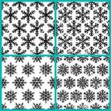 Sistema del modelo inconsútil dibujado mano del vector con los copos de nieve negros Fotos de archivo libres de regalías