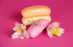 Sistema del nuevo jabón de los pedazos y de la flor Foto de archivo