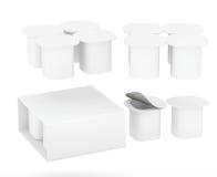 Sistema del paquete de la taza del yogur con la trayectoria de recortes Foto de archivo libre de regalías