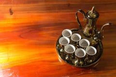 Sistema del pote del té del oro viejo Imagenes de archivo