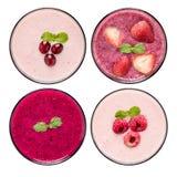 Sistema del smoothie de la fruta en los vidrios aislados en el fondo blanco Fotos de archivo libres de regalías