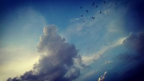 Sistema del sol de la nube de la mañana fotografía de archivo